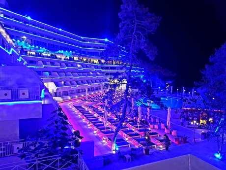 Hotelul Panoramic Olimp pe înserat-foto-Elena Stroe-01
