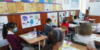 banci scoala gala galaction manglia donatie chinezi4