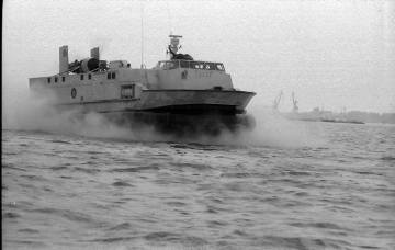 hovercraft 1043 - nava pe perna de aer Galati ICEPRONAV-2