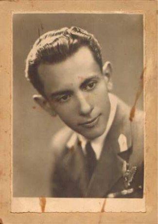 Alexandru_Podgoreanu_instructor_zbor_scoala_de_aviatie_alexandria_1944