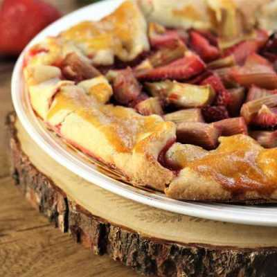 Rhubarb Strawberry Crostata