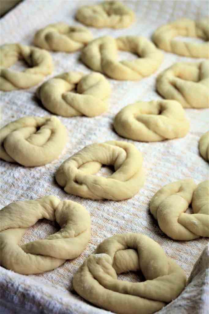 tray of completed sweet anise taralli