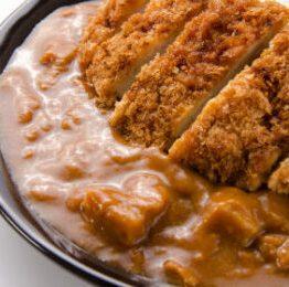 Katsu Kare di ManGiappone riso con curry giapponese e maiale tonkatsu