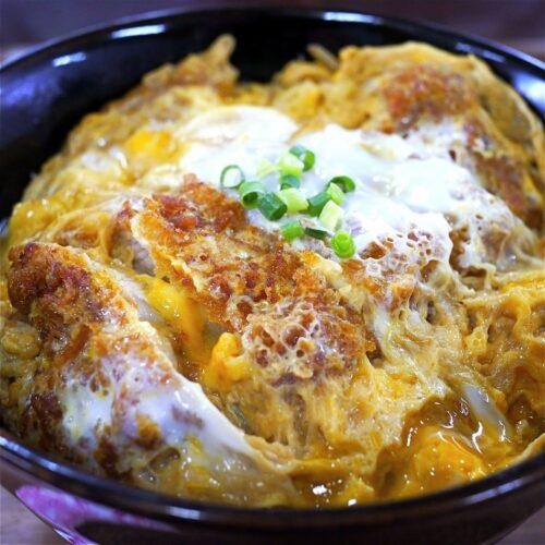 Katsudon di ManGiappone riso con maiale tonkatsu e uovo