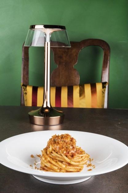 Spaghettoni con pesto di erbe,pomodori secchi,mondorle,bottarga di muggine_bistRo Aimo e Nadia