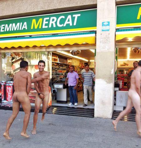 turistas_desnudos_barceloneta