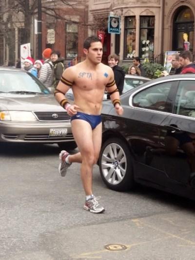Cientos de hombres en ropa interior corrieron en el boston santa speedo run 2015 manhunt diario - Commando ropa interior ...