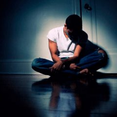 Los problemas emocionales que enfrenta un joven LGBT