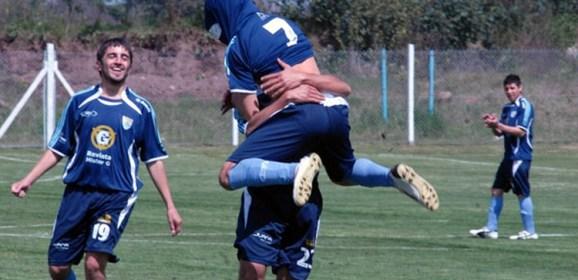 Homo-Relatos: Mi compañero de fútbol y yo nos enamoramos, su familia no lo aceptará