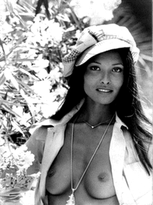Laura Gemser enigszins gekleed