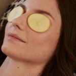 Estas são as razões pelas quais você deve usar batata no rosto de antes de dormir