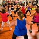 8 benefícios do zumba que vão convencê-lo a dançar