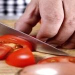 Truques para combater e tratar acne e manchas na pele usando apenas tomate! Aprenda.