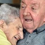 Senhora de 98 anos muda-se para lar de idosos para cuidar do seu filho de 80 anos