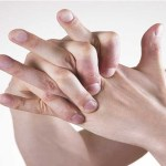 Estalar os ossos é prejudicial para saúde?