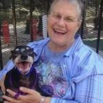 Avó adota o cachorro mais indesejado do abrigo – agora veja quem saiu com ela
