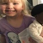 Criança dá lição sobre racismo a funcionária de loja
