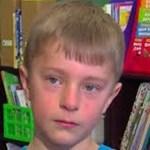 Negaram almoço quente ao seu amigo devido à falta de dinheiro, então o menino de 8 anos decide resolver o problema com as próprias mãos