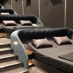 Cinema substitui assentos por cama de casal na Suíça