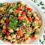 Receita apetitosa e saudável de salada de grão-de-bico
