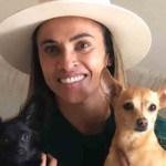 Apaixonada por cães, jogadora Marta criará abrigo para animais abandonados