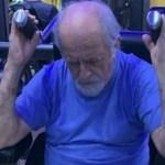 O ator Ary Fontoura, 86 anos, tirou foto se exercitando em uma academia