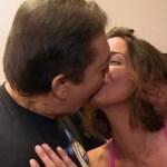 """Apresentador Faustão dá beijo em mulher durante """"Domingão"""""""