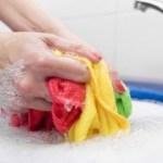 As roupas que compramos devem ser lavadas antes de serem usadas, pois contêm substâncias químicas