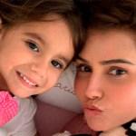 Atriz Deborah Secco posta vídeo da primeira vez que a filha disse 'mamãe'