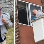 Homem idoso contrata guindaste para levar mensagem de amor à esposa em isolamento