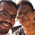 Neto aproveita isolamento social para alfabetizar avó de 85 anos