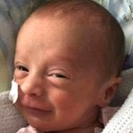 Esta menina prematura que derrotou o coronavírus com apenas 3 semanas de vida