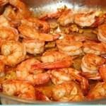 Faça esta receita de camarões na frigideira com alho