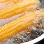 Aprenda de um jeito muito simples como cozinhar milho na panela de pressão