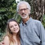 Jovem de 22 anos casa com um homem de 63  –  História de um amor que não conhece limites de idade
