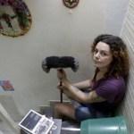 Professora desempregada viraliza ao oferecer faxina e aula de arte para clientes