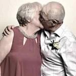 Namorados no colégio encontram-se novamente após 70 anos e decidem casar-se