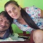 Este homem nasceu sem braços e pernas, mas criou as duas filhas sem ajuda da esposa