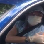 Roberto Carlos recebe primeira dose da vacina contra a Covid-19