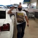 Taxista leva idosos de graça para tomar vacina da Covid-19