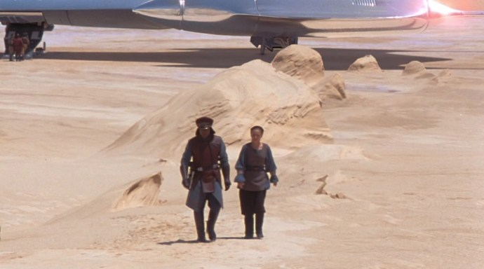 Panaka and Padmé side by side and dressed similarly