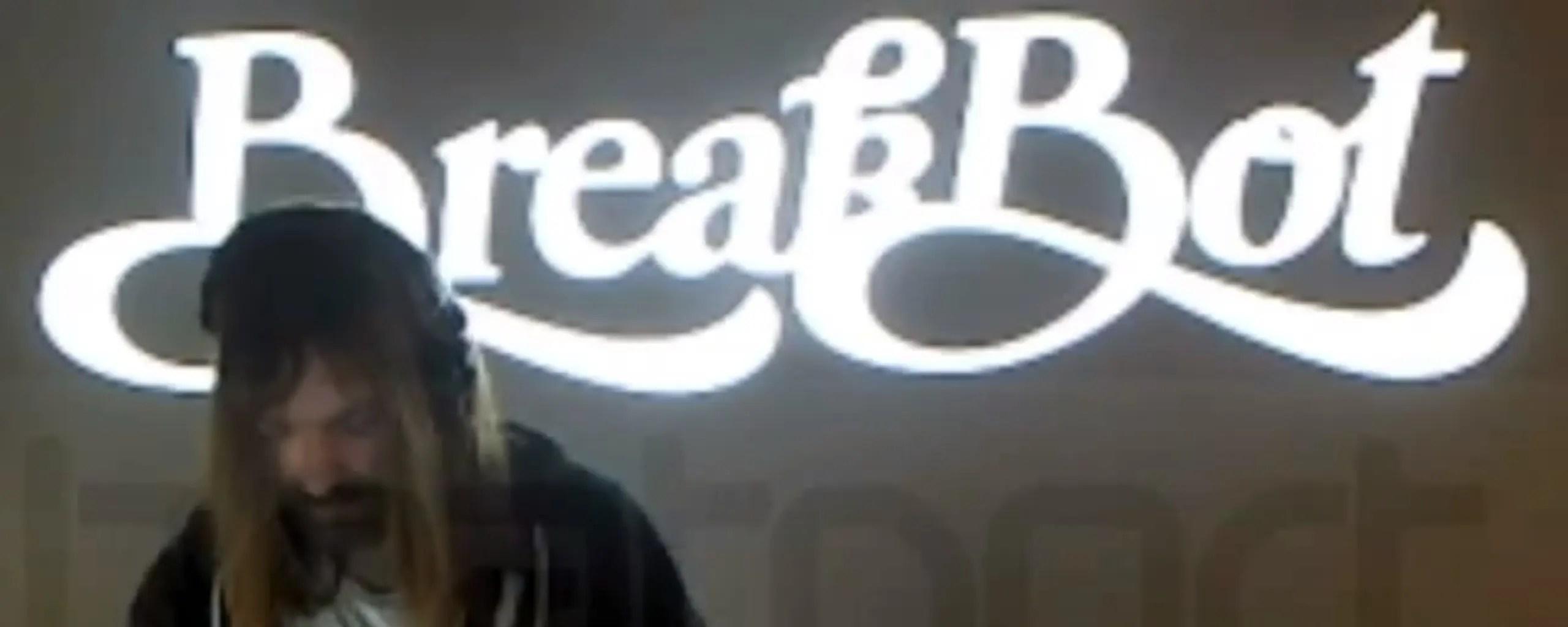 【必見】BreakBot のDJプレイ映像   意外とクール!!