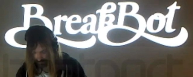 【必見】BreakBot のDJプレイ映像 | 意外とクール!!
