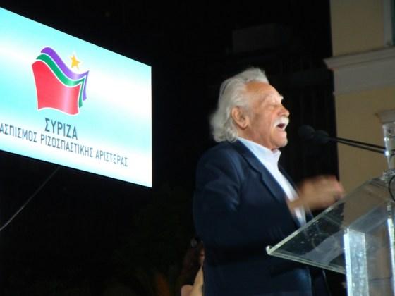 Syrizaveteranen Manolis Glezos har gått over til Folkelig Samling i sommer.
