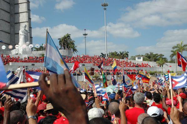 Forsamling for å høre Fidel Castro tale i Havanna 1. mai 2006. Foto: Shannon