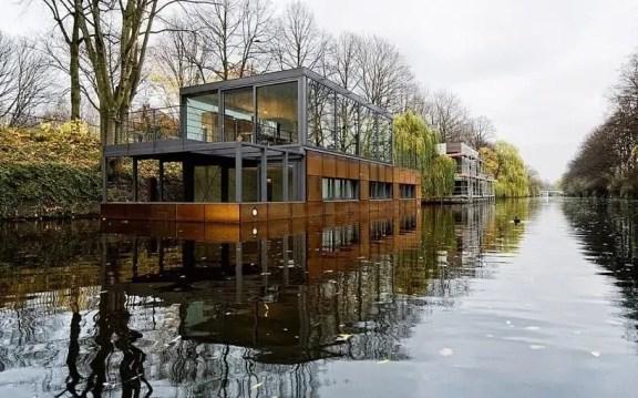 Hausboot im Eilbekkanal
