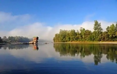 cute_lonely_house_in_the_middle_of_serbian_river_640_06-560x355
