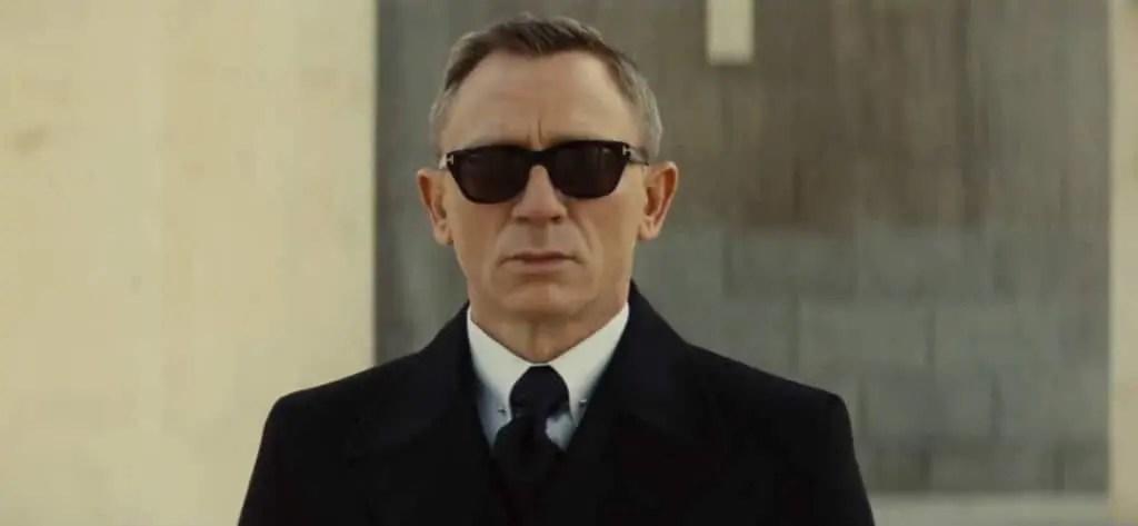 Collar pin James Bond