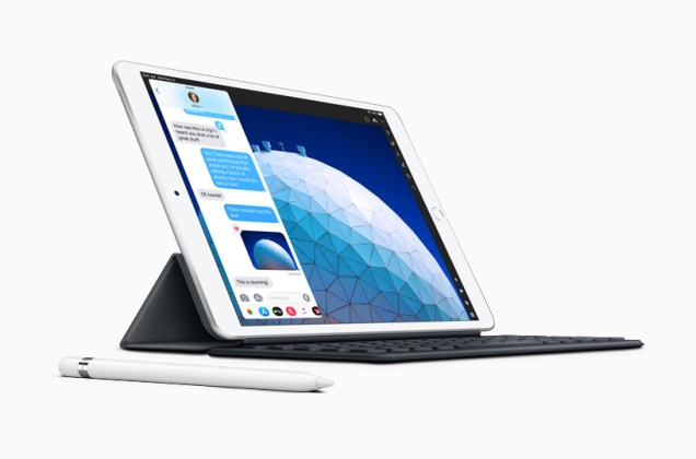 New-iPad-Air-smart-keyboard-with-apple-pencil