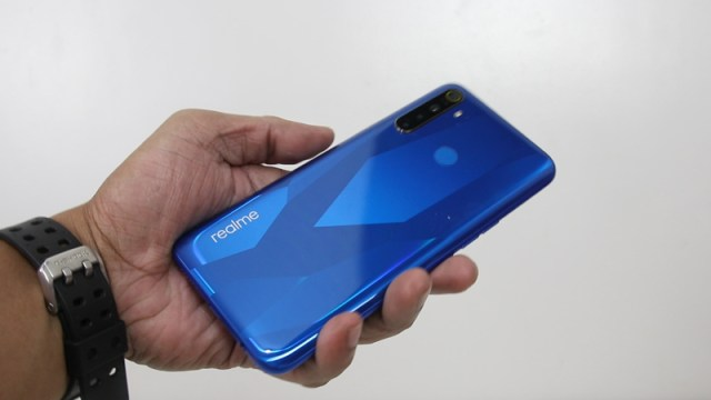 realme 5 unboxing picture 7